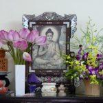 Cắm hoa trên bàn thờ đúng cách